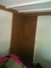 Fermeture d'un angle par deux portes coulissantes